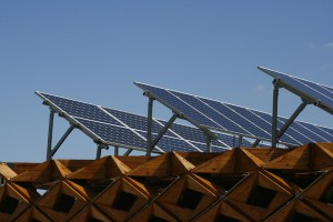 Amsterdamse Zoncoalitie vindt grote daken voor zonnepanelen